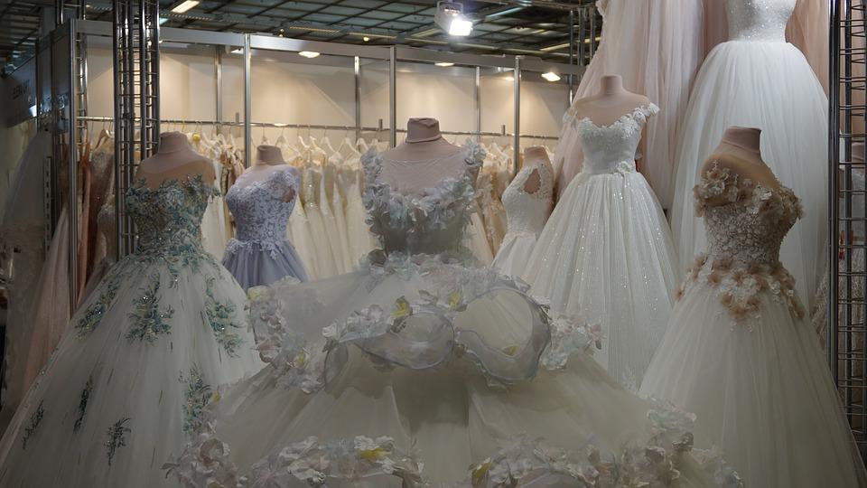 اختيار فستان الزفاف المناسب